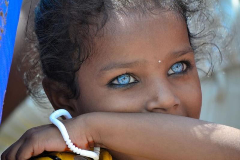 Только у 17% людей на нашей планете голубые глаза, а карий - самый распростаненный цвет.